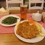 豚のシュニッツェルと副菜