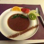 une bonne soupe de fraises à la menthe fraîche