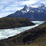 """O rio e sua """"corrente"""", geleiras abaixo."""