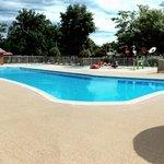 Swimming pool with splash zone behind