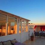 Terrasse panoramique: Salle à manger et salon extérieur