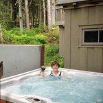 Clean, private hot tub.