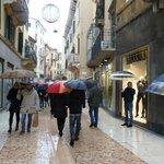 Via Mazzini, con lluvia da igual.