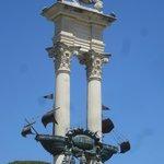 Памятник Колумбу в садах Мурильо