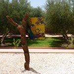 Jardin agrémenté d'oeuvres contemporaines