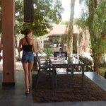 Restaurant au  bord de la piscine, délicieux...