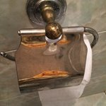 devidoir papier toilettes rouillé et sale