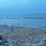 spiaggia vista dal terrazzo hotel