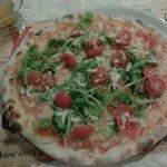 pizza pomodorini rucola e grana