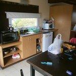 Cocina completa incorporada al sector living comedor
