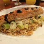 Filet de saumon, comportée de poireaux et riz
