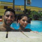 io e la mia lady nella piscina del costa d'oriente residence club