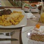 Cena con diferentes salsas El Ekeko
