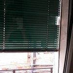persiana e janelas mal cuidadas