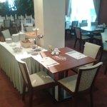 śniadanie w restauracji hotelowej