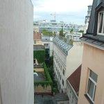 Вид из окна нашего номера на 5м этаже