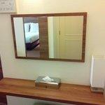 tafeltje met spiegel