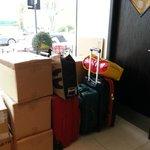 Les bagages dans le hall et payer 5€