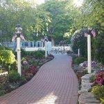 Garden Path to the restaurant....