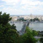 Zicht op Donau en Kettingbrug