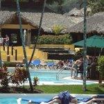 piscine et  réception du hotel