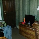 23 backdoor, sitting area, TV, dresser