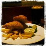 Fish 'n' chips e cerveja Guinness