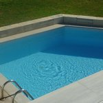 swim up to  pool