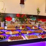 стол восточных сладостей