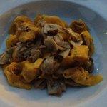Ravioli mit Fleischfüllung und frischen Steinpilzen