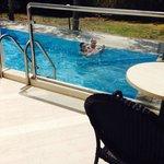 Balkongen och poolen