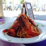 Блюдо из морепродуктов в приятном ресторане отеля