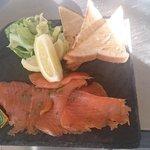 Ardoise de saumon fumé et ses toasts