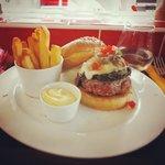 Hamburger Casa Milano, con gorgonzola e spinaci
