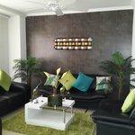 la recepcion:un espacio comodo y fresco para los huespedes