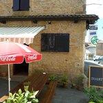 Terrasse de la crêperie et café culturel La Cyber taverne