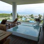 Punta suite pool