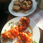 Fränkisches Brucetta mit Garnelen in Chilli