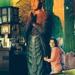 Mijn dochter Andrea met de Bhuddha van Sunset Bay