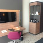 Arbeitsbereich, Nespresso- Kaffeemaschine, Minibar