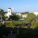 la vue de l'hotel (coté rue)