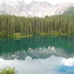 Il Latemar visto dal lago Carezza.