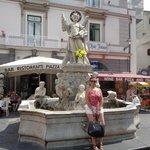 "La ""Fontana"" de la Plaza Principal de Amalfi."