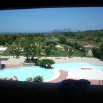 vista della piscina dal terrazzo della camera