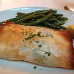 salmon phyllo with spinach and green beans