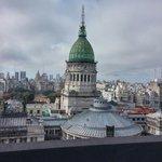 Vista do 14° andar do prédio do hotel. A construção é o congresso nacional argentino. Vale a pen