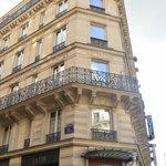 Uma fachada tradicional com suites modernizadas.