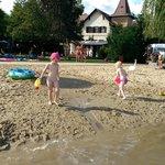 stranden vid badet nära hotellet