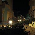 Внутренний дворик, вечер