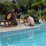 kids getting Scuba course